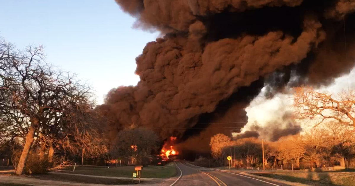 Huge explosion erupts after 18-wheeler hits fuel train in Texas