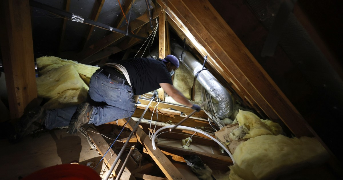 Installers across the United States volunteer to help a struggling Texas