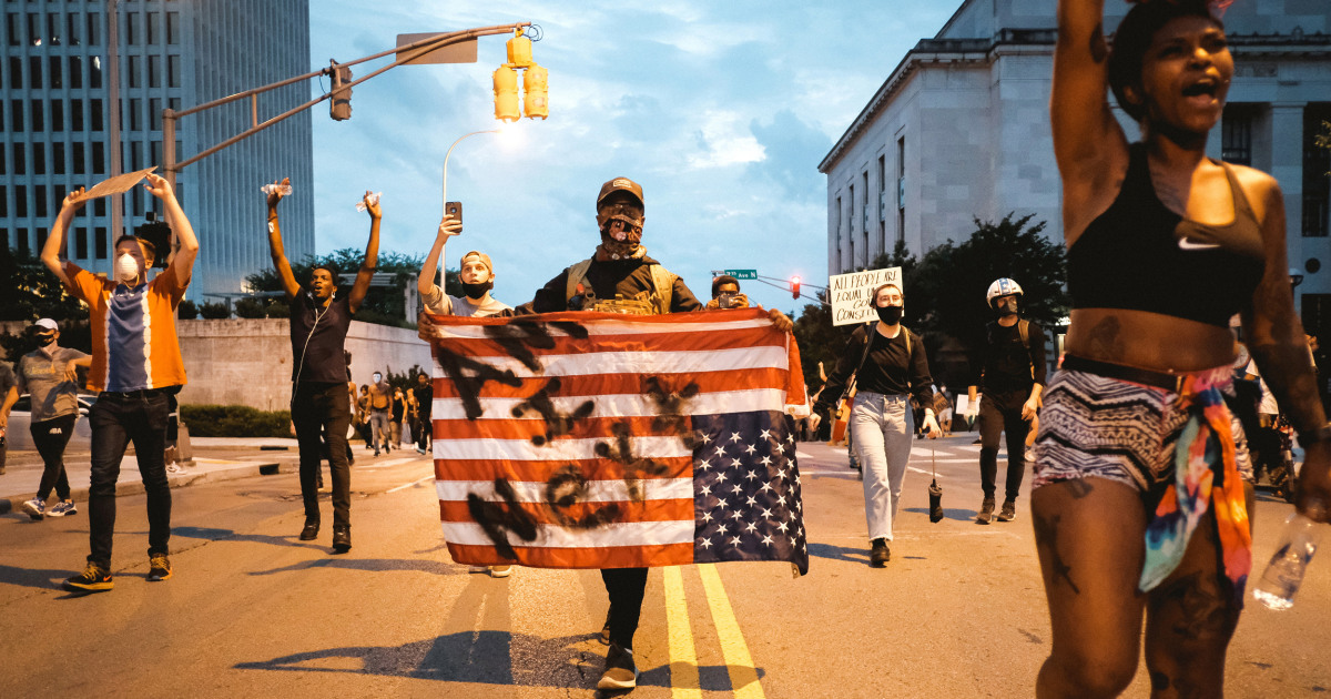 Tennessee proposes bill to protect drivers that unwittingly struck protesters blocking streets thumbnail