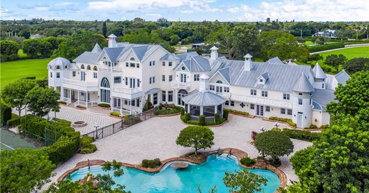 Couple planned wedding at Florida mansion. But no one told the owner. – NBC News