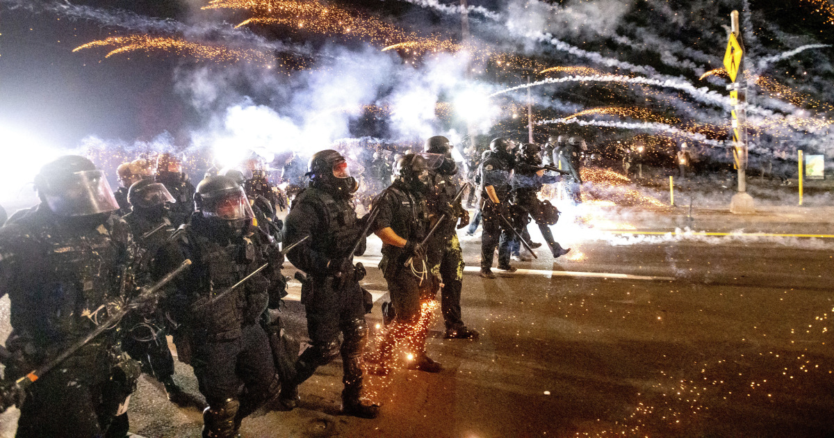 Entire Portland police crowd control unit resigns after officer is indicted – NBC News