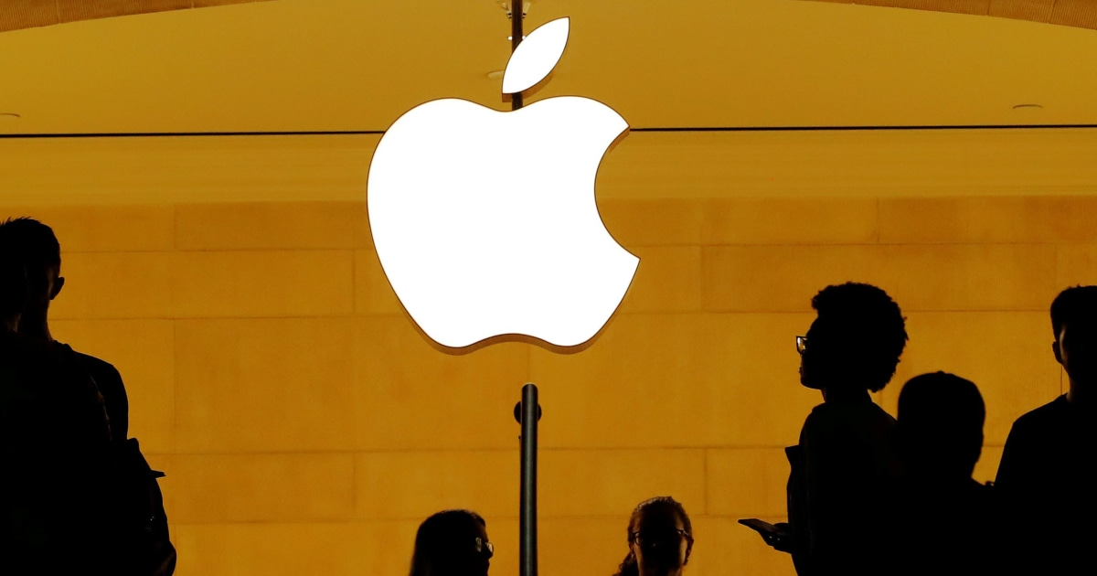 Security guard stabbed over mask policy dispute at NYC Apple store, police say