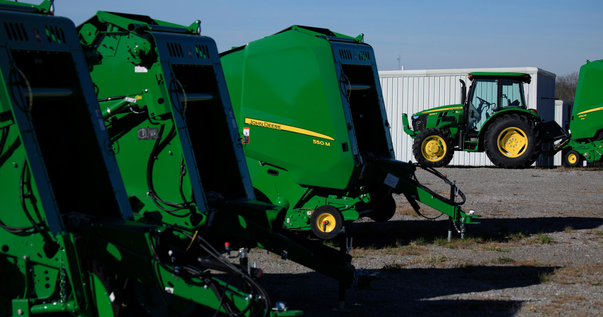 More than 10000 Deere & Co. workers on strike after failed UAW deal – NBC News