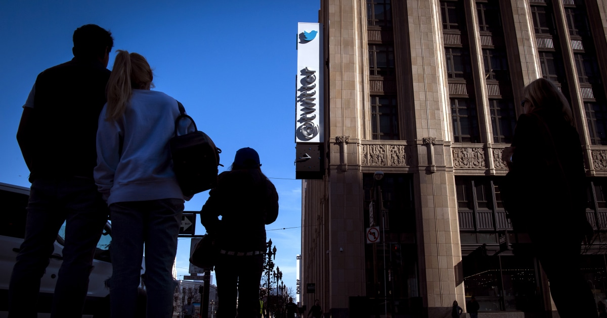Twitter begins to show prompts before people send 'mean' replies