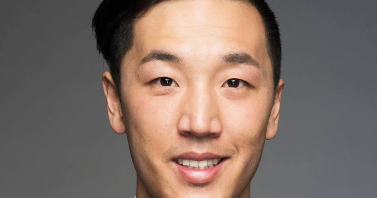 www.nbcnews.com: Asian American Kansas lawmaker says he was threatened at bar