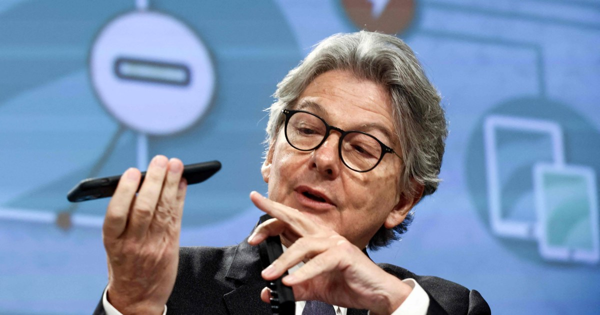 One to charge them all: E.U. demands single plug for phones