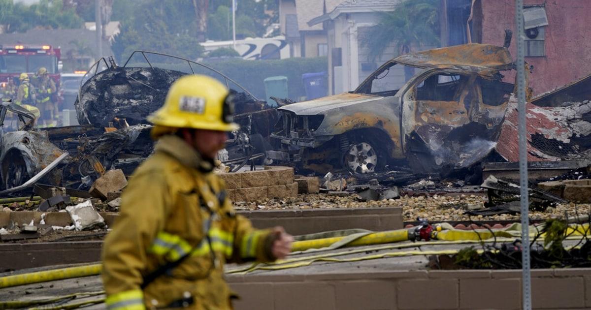 Al menos dos muertes por desplome de avioneta en Santee, California