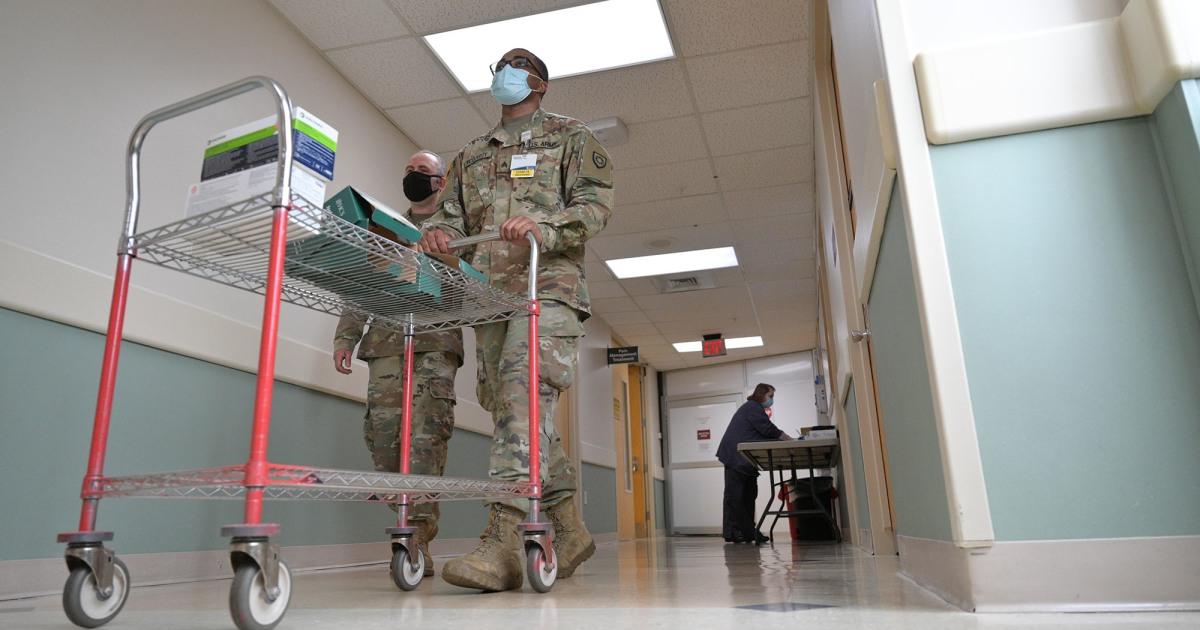 Despliegan a la Guardia Nacional en hospitales de California e Indiana ante la escasez de personal por la pandemia del COVID-19