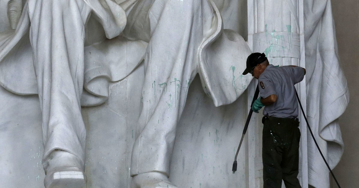 Lincoln Memorial Paint Vandal Caught On Video Police Seek Person Of Interest Sources Say