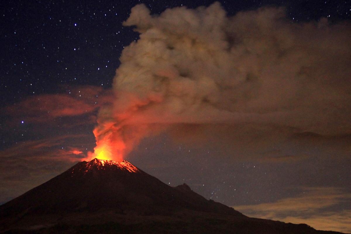 Mexico's Popocatepetl volcano grounds US flights - NBC News American Airlines Flights