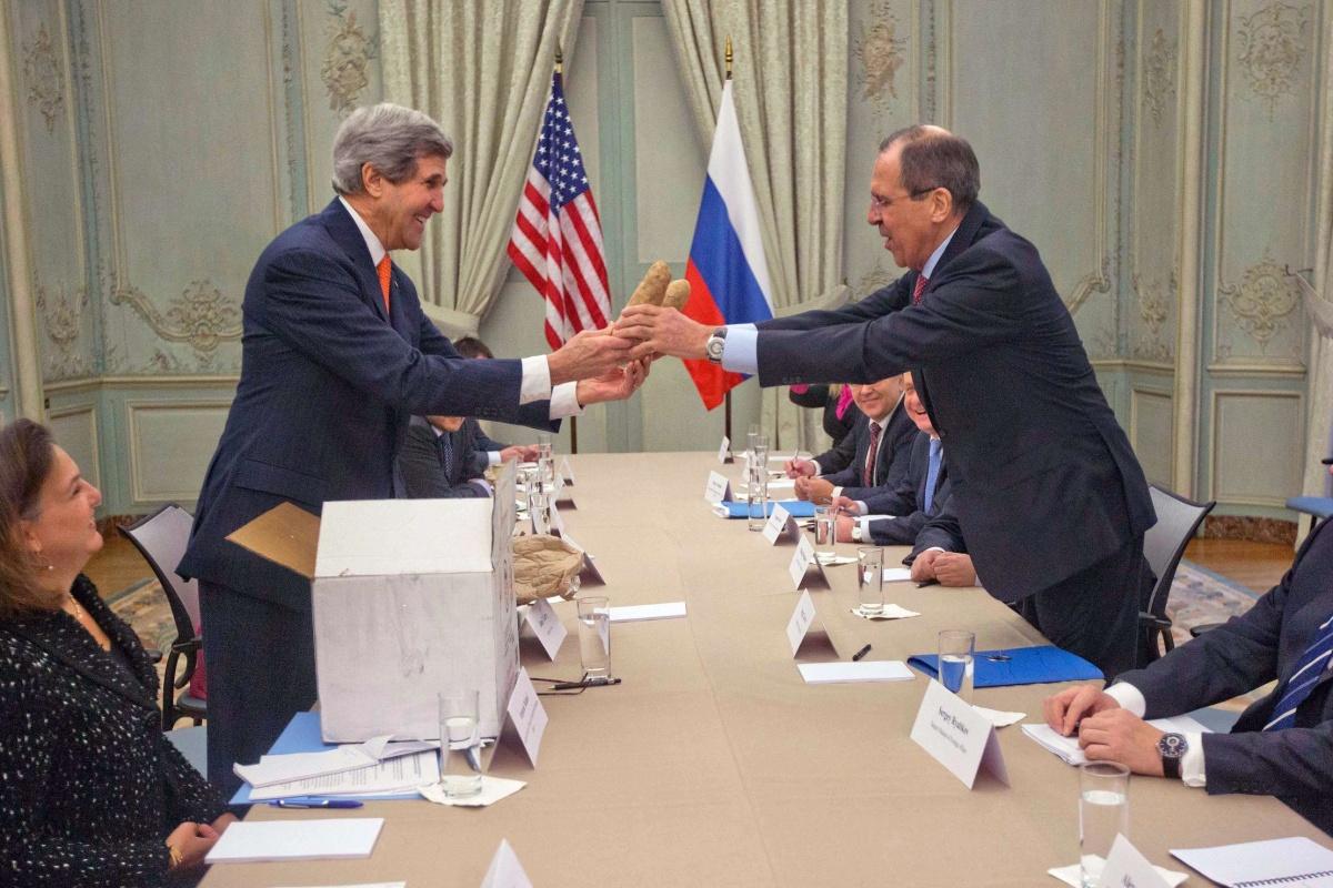 Image: John Kerry gives Idaho potatoes to Sergey Lavrov