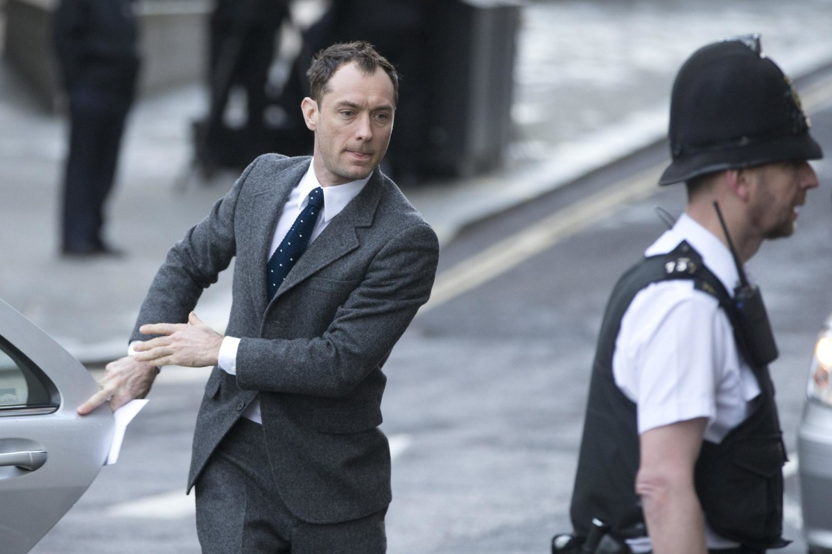 Image: British actor Jude Law arrives at The Old Bailey law court