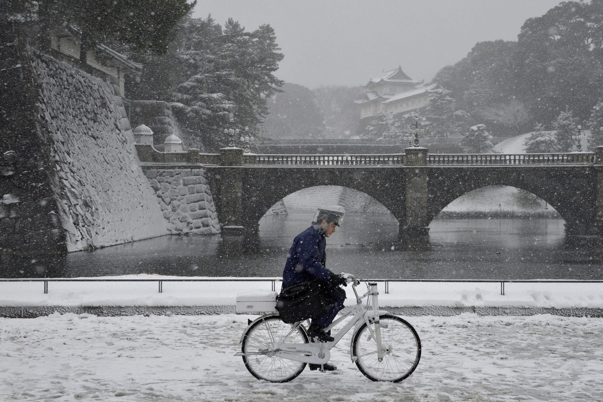 Heavy Snow Hits Tokyo For First Time In 13 Years Nbc News