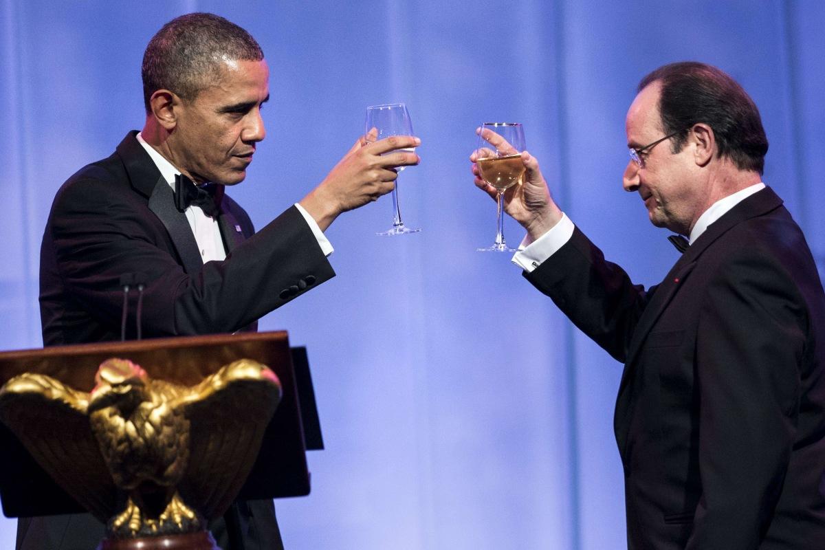 Image: US President Barack Obama (L) and French President Francois Hollande toast