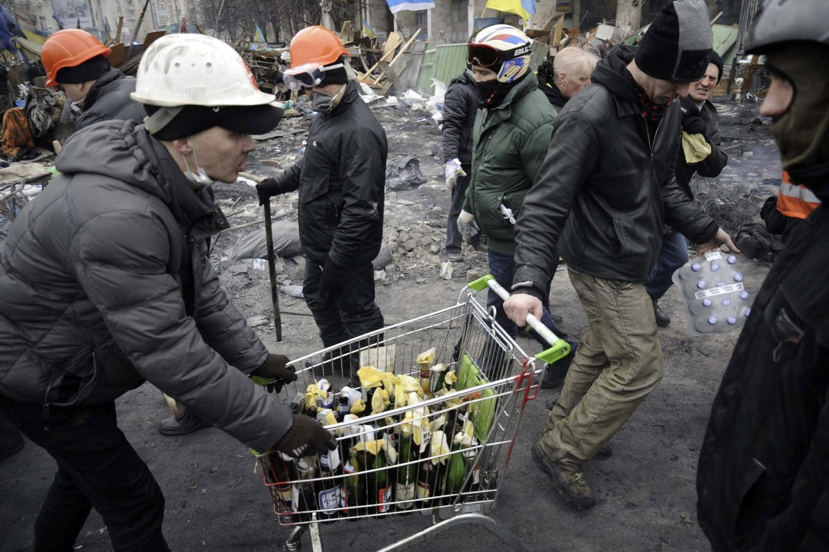 Image: Anti-government protesters carry petrol bombs in a trolley during clashes with riot police in Independence Square in Kiev