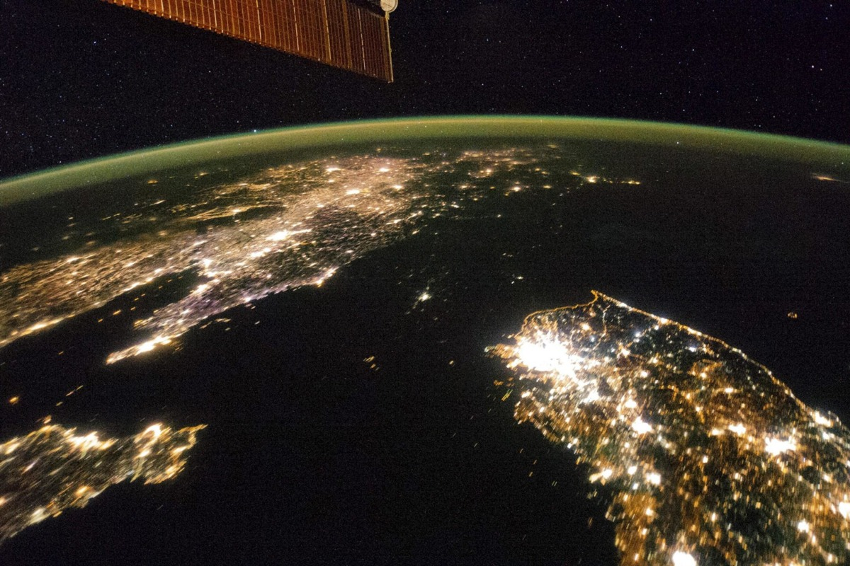 Image: NASA image taken by the Expedition 38 crew aboard the ISS shows night view of the Korean Peninsula