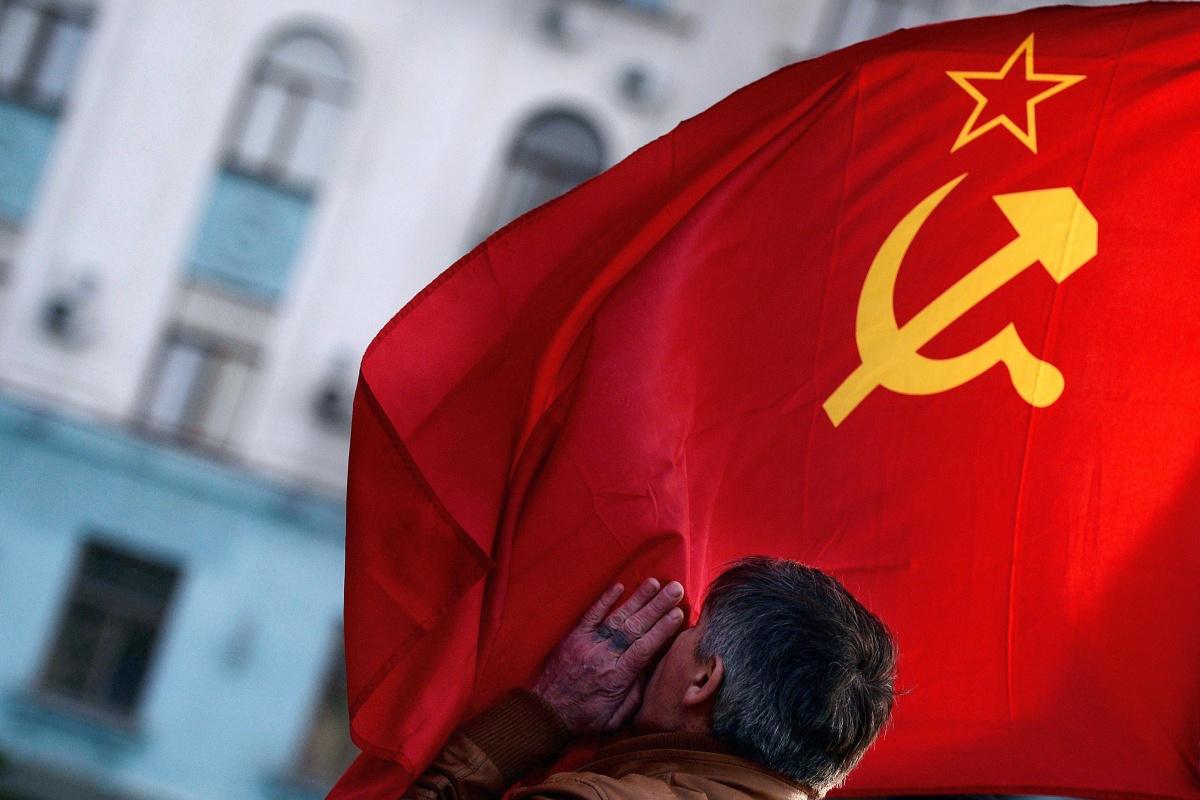 Image: Soviet Union flag in Simferopol's Lenin Square
