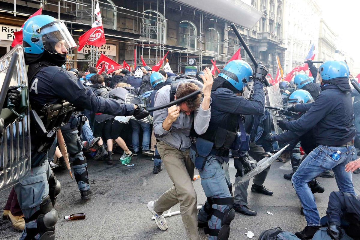 Image: Demonstrators fight with policemen during a protest in downtown Rome