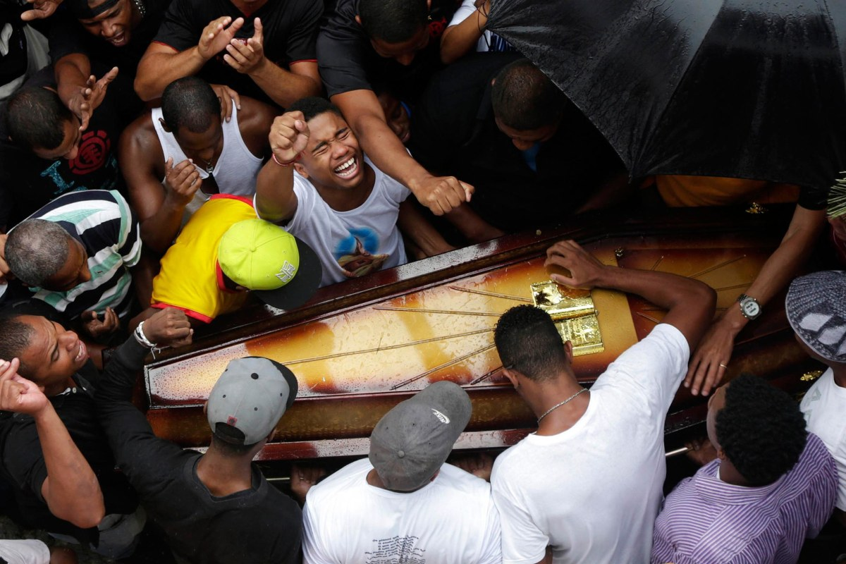 Image: Relatives and friends of Douglas Rafael da Silva Pereira, 25, mourn during his burial in Rio de Janeiro