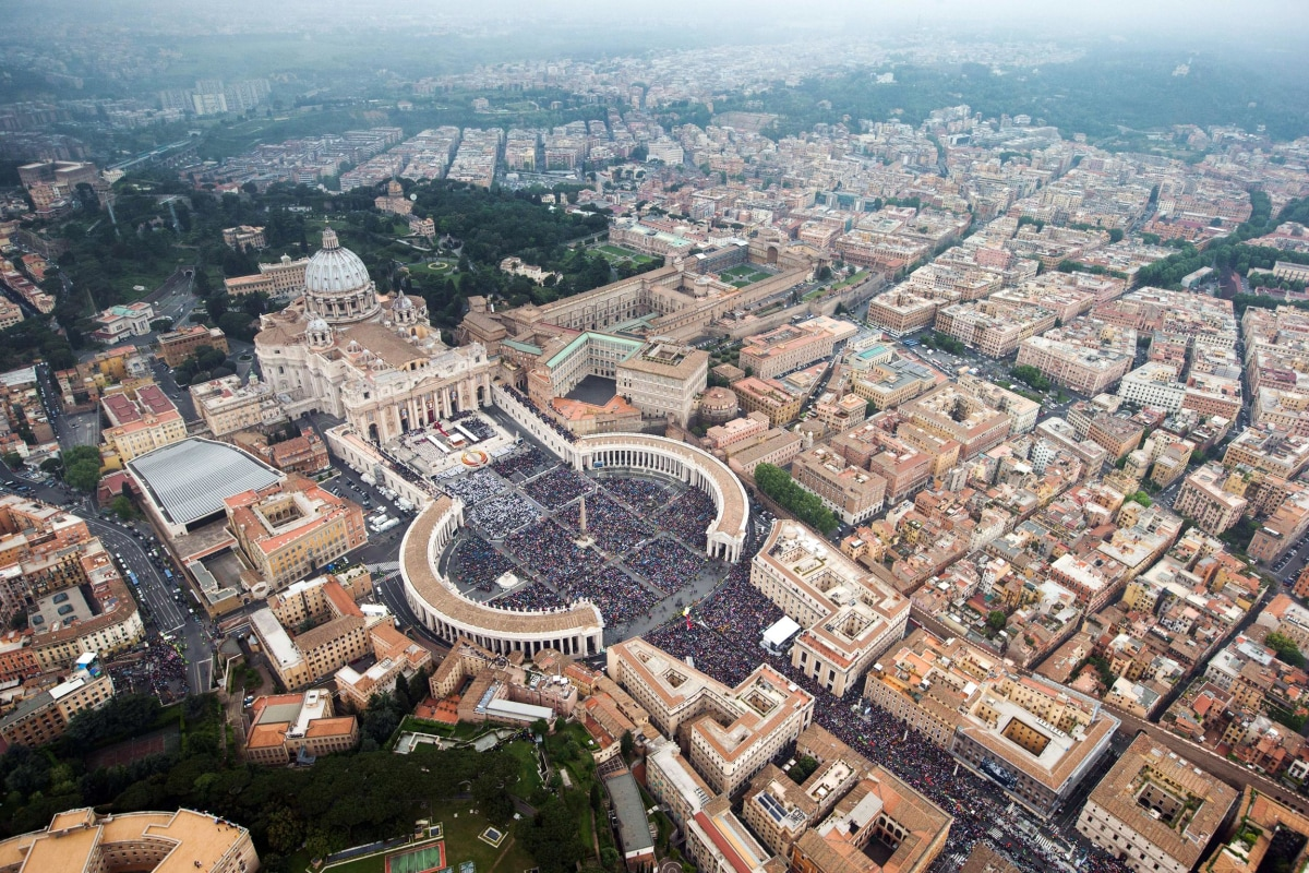 Image: VATICAN-POPE-MASS-CANONISATION-AERIAL