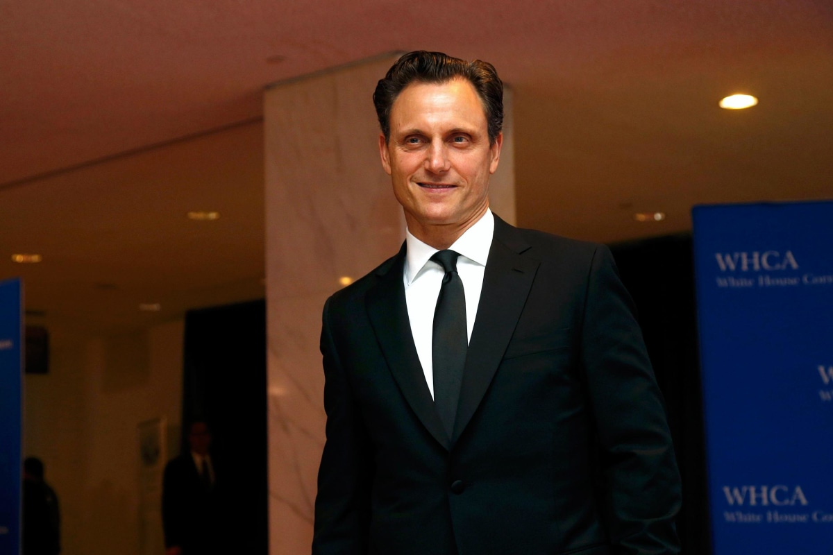 Image: Actor Tony Goldwyn arrives on the red carpet at the annual White House Correspondents' Association Dinner in Washington