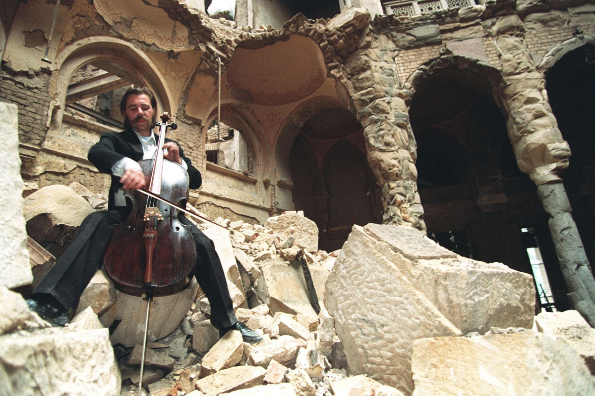 the cellist of sarajevo The break up of yugoslavia and the ensuing conflict is something i know little of,  despite it happening fairly recently the afterword of the.