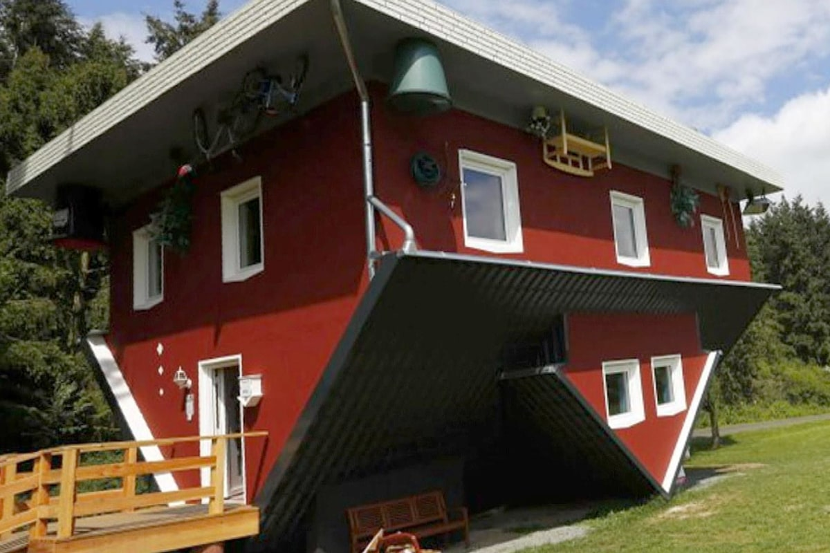 Upside down house draws tourists in germany nbc news The upside house