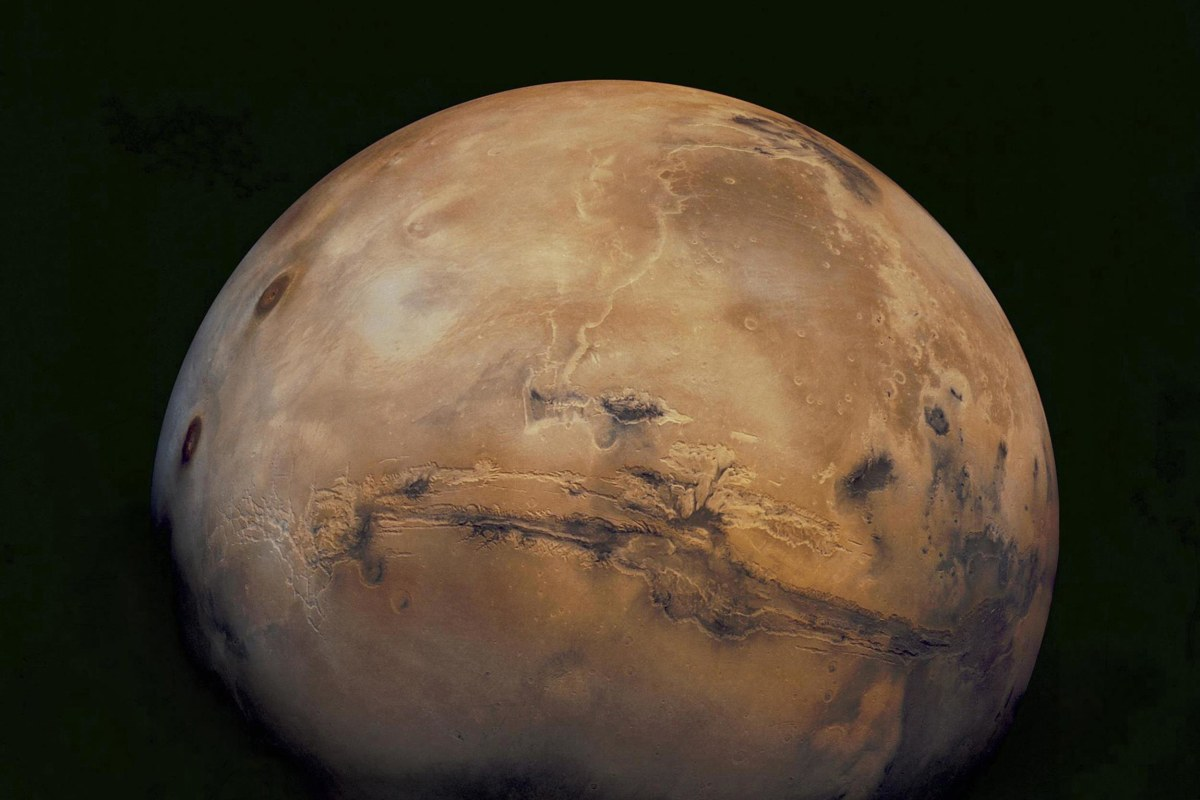 putting a man on mars Creating a mars base can serve to help challenge humanity and demonstrate how it can solve problems closer to home (credit: nasa.