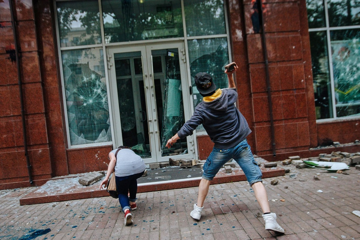 Image: Violence during anti-separatist march