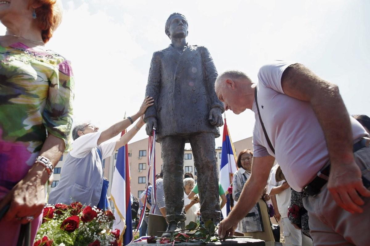 Image: Bosnian Serbs lay flowers after the unvieling of a statue of Gavrilo Princip after an opening ceremony in East Sarajevo