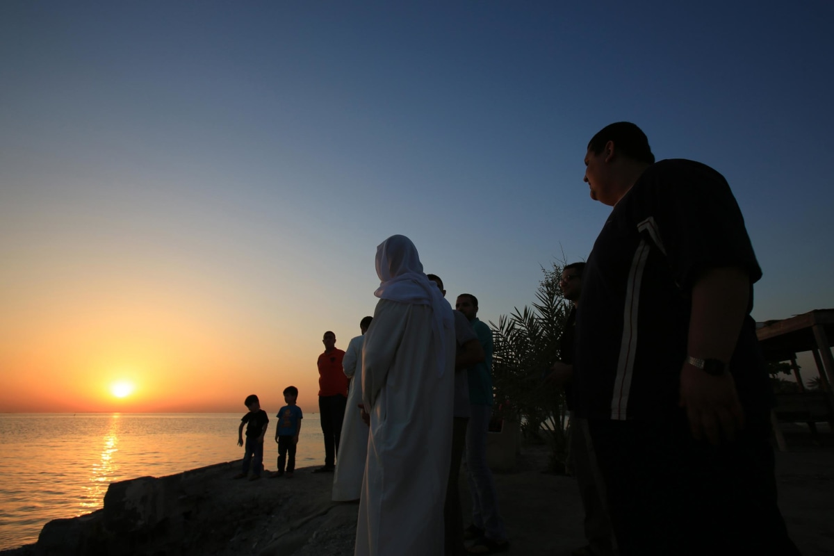 Image: Bahrainis look for the sliver of a new moon that would indicate the start of the Islamic holy month of Ramadan