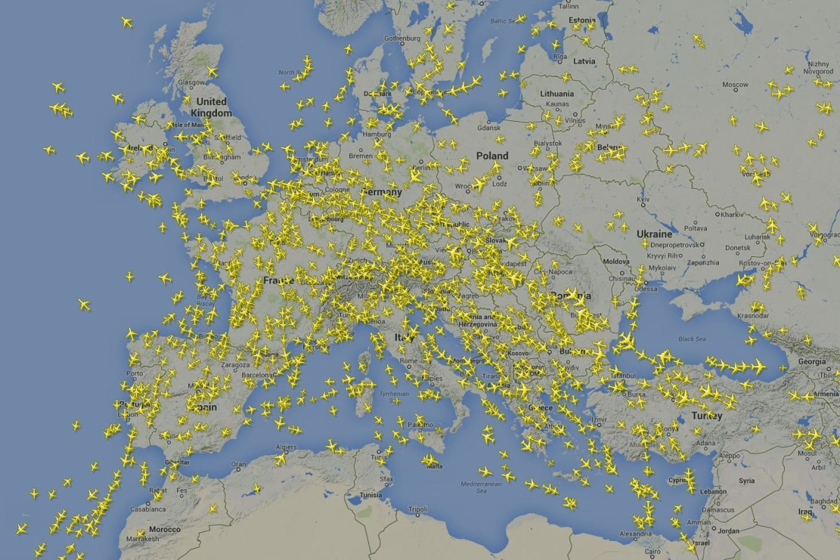 Image: Flights appear to avoid flying over Ukraine on July 22, 2014