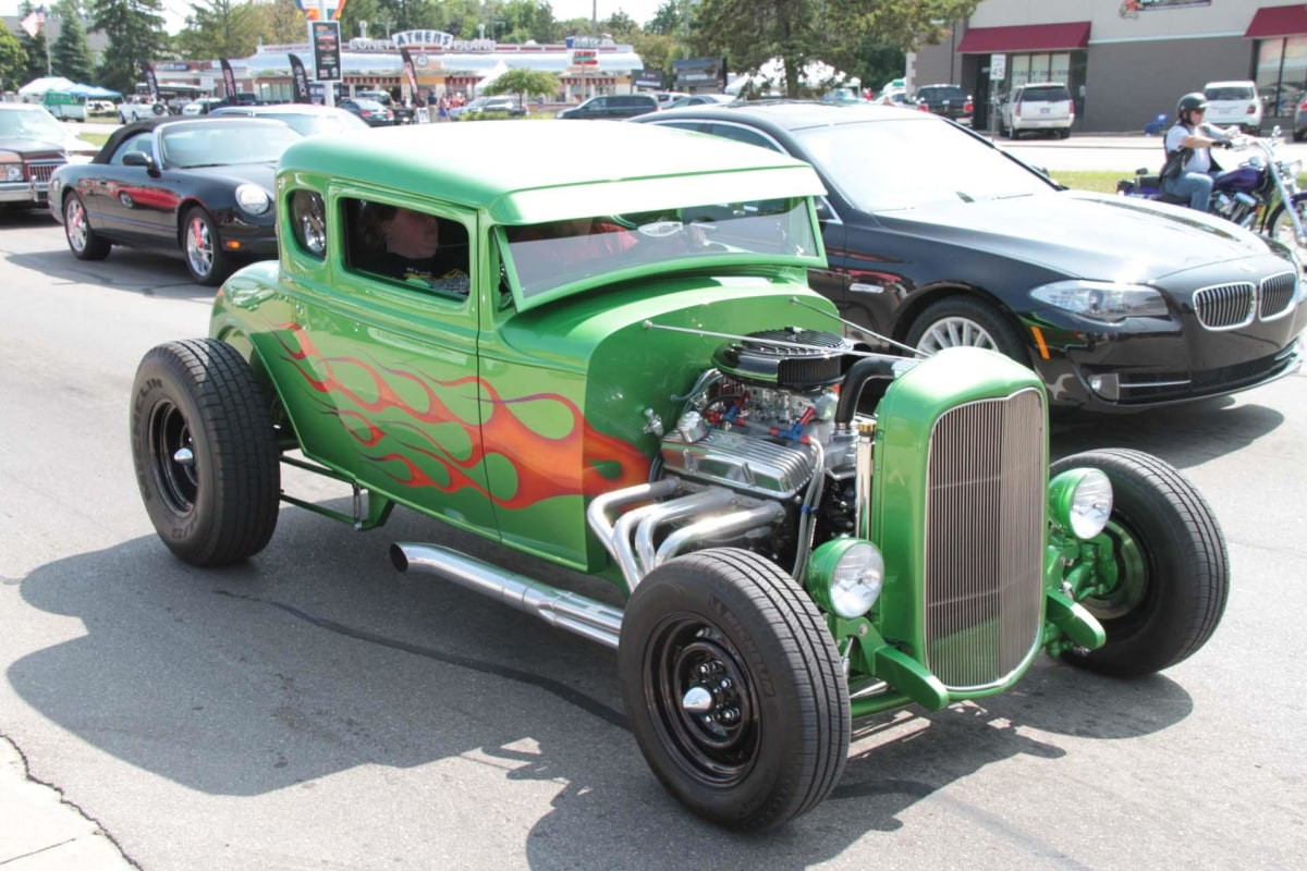 Thousands Of Classic Cars Hit Woodward Avenue Dream Cruise Nbc News