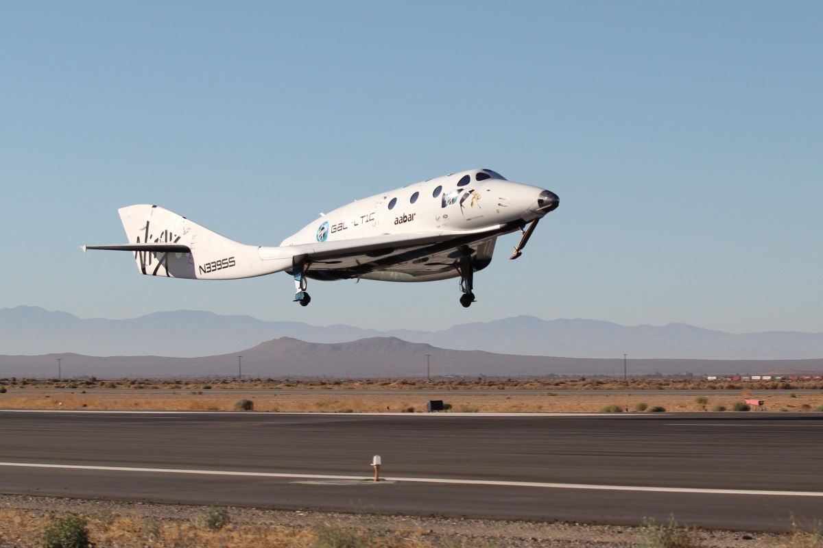 Virgin Galactic's SpaceShipTwo Glides Through a Dry Run ...