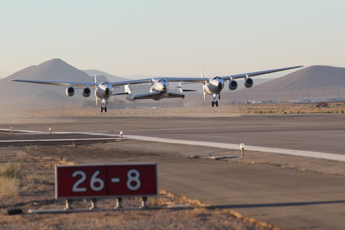 Image: WhiteKnightTwo takeoff