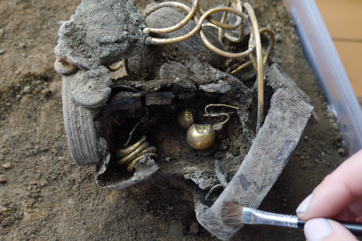 Ancient Roman Woman S Jewelry Found Under Department Store