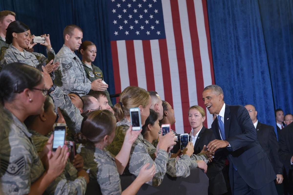 Image: President Obama Greets Servicemembers