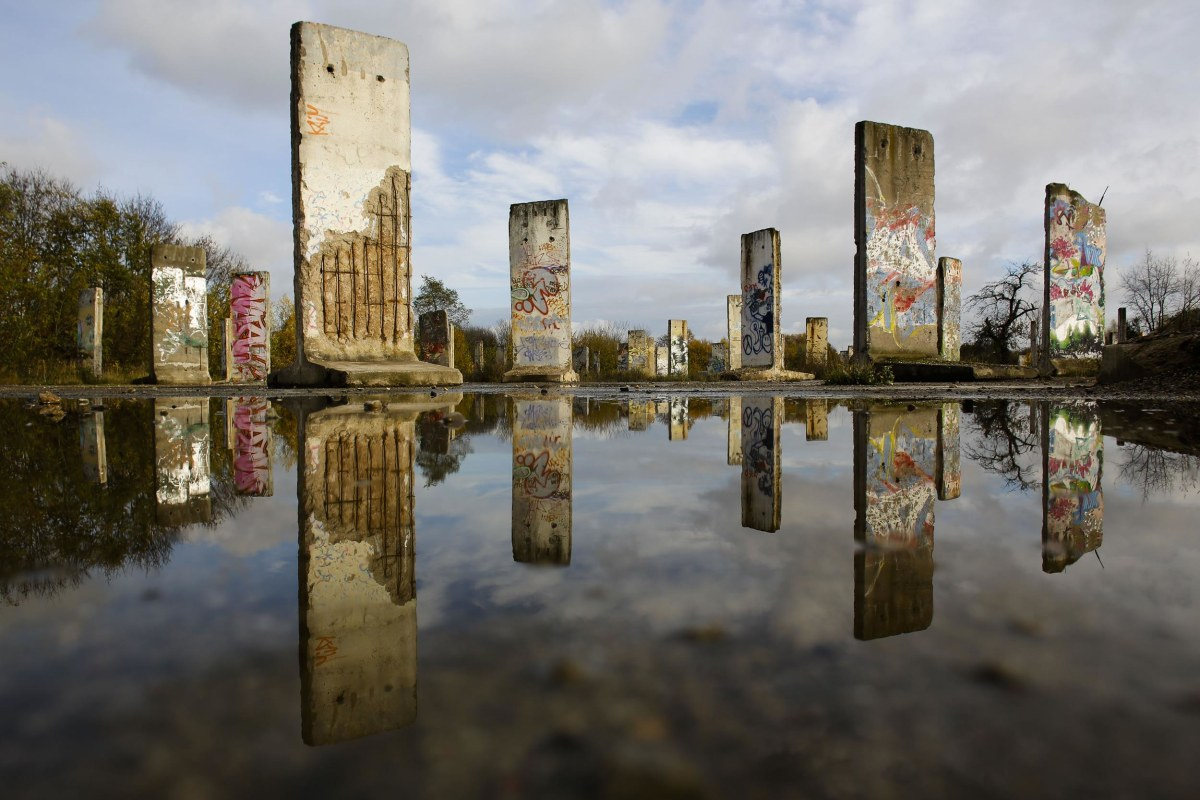 berlin wall 39 s disappearance is mourned by germans tourists alike nbc news. Black Bedroom Furniture Sets. Home Design Ideas