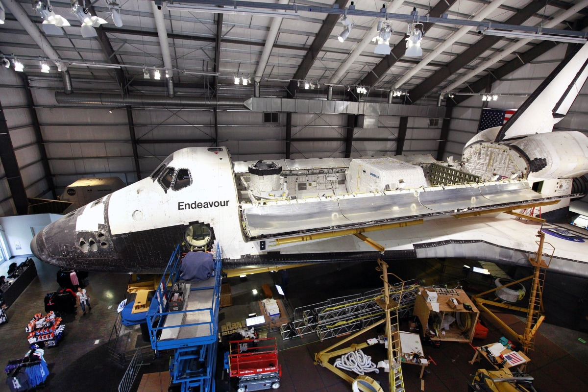 L.A. Museum Adds the Last Payload to Shuttle Endeavour ...