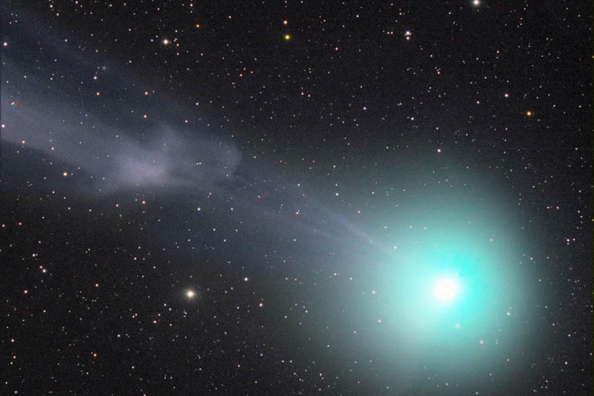 Image: Comet with plasma blob