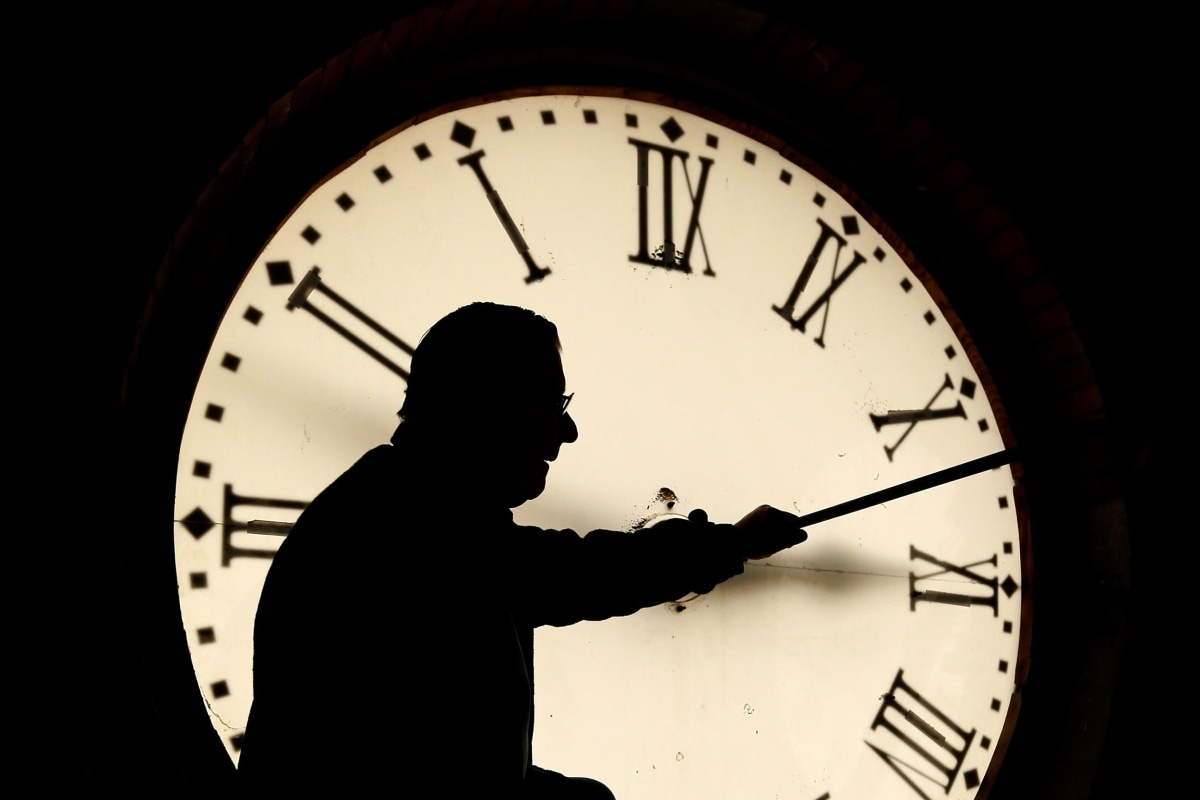 how to change 24 hour clock on facebook business page