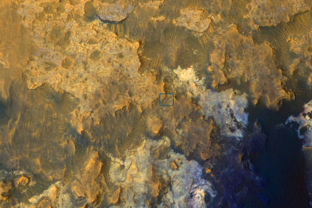 Image: Mars rover Curiosity on the lower slopes of Mount Sharp