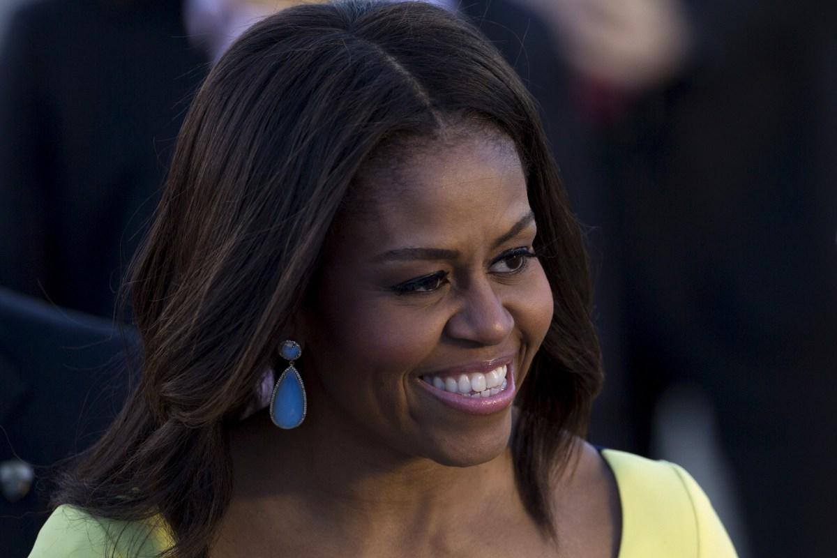 Michelle Obama, Malia and Sasha Meet Prince Harry for Tea ...