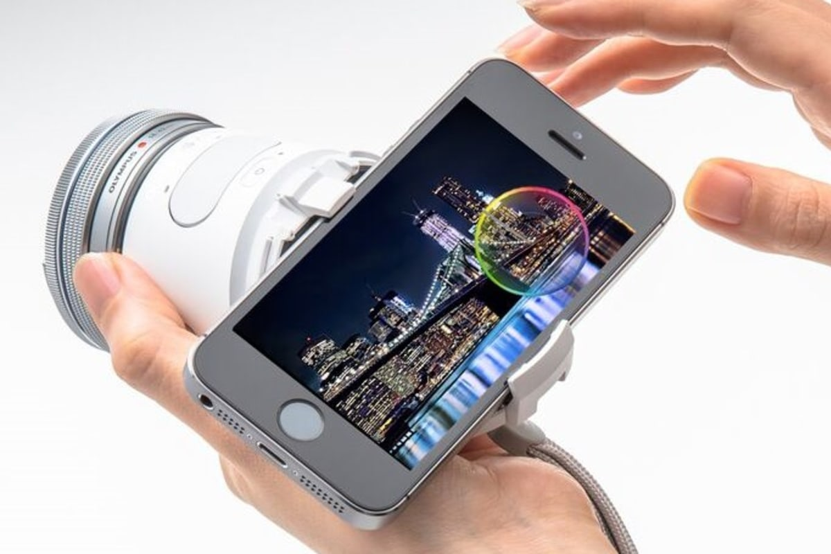 Olympus Camera Swaps Lenses, Uses Phone for Its Screen