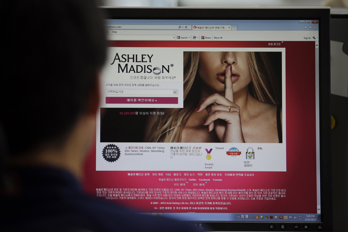 tech internet should ashley madison users worry about blackmail