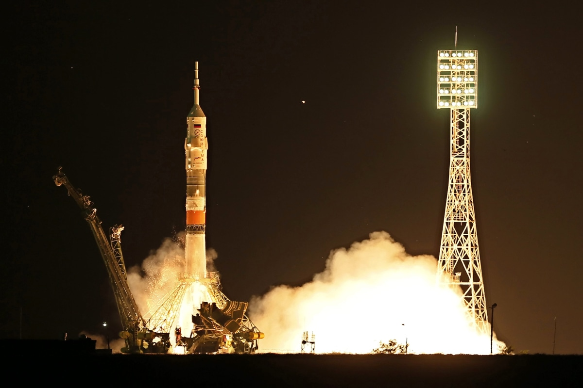 astronaut reaching space - photo #35