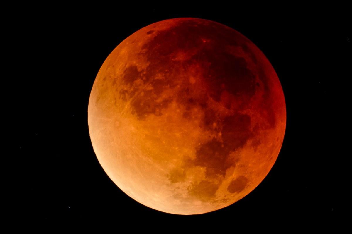 تعرفة القمر العملاق الخارق supermoon