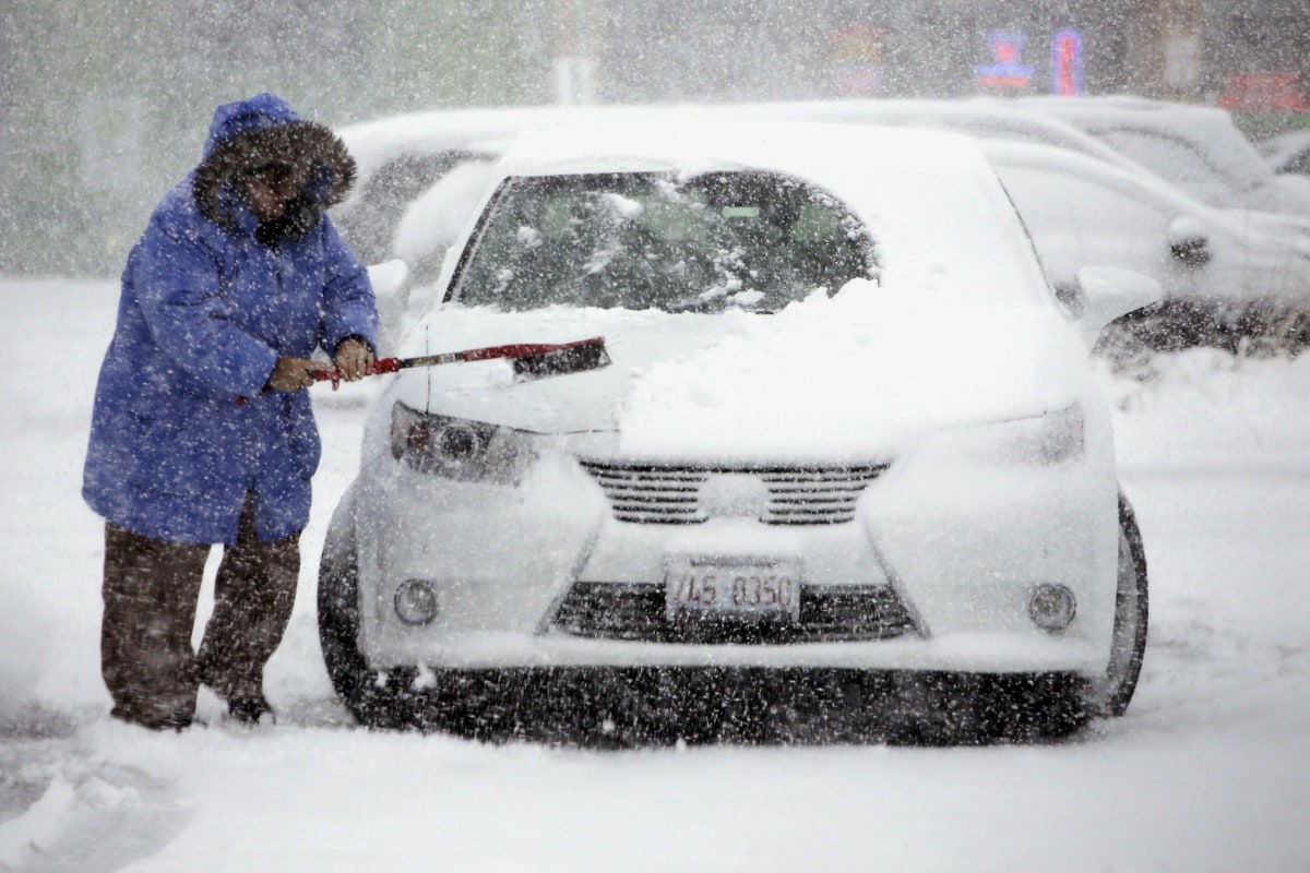 Midwest winter storm dumps season 39 s first snow disrupts for Vacation in the snow