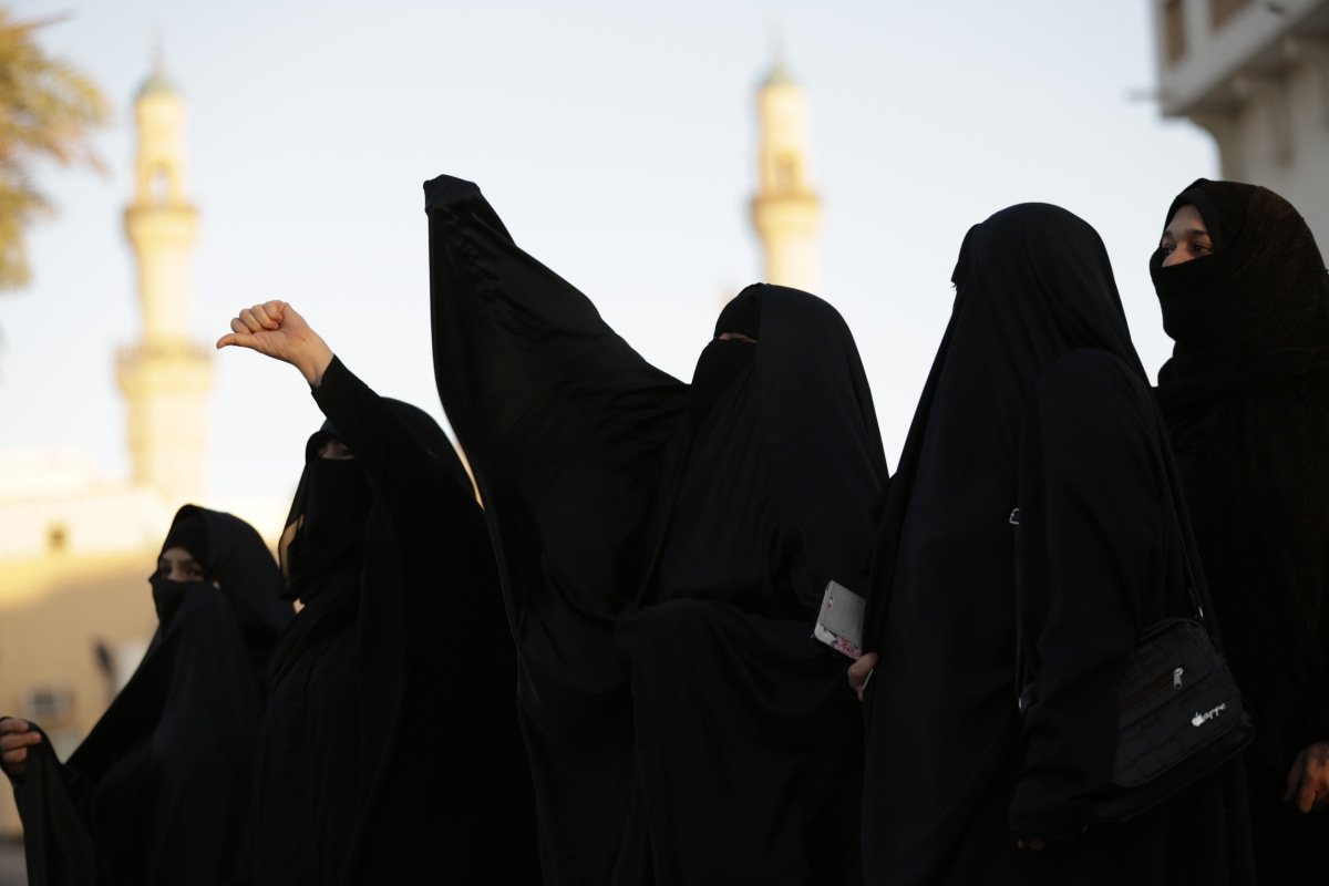 explain the difference between muslims and arabs Middle eastern, arab, persian: people often get these terms  languages, and  ethnic groups, similar to explaining differences such as race vs  do you  understand the difference between arab and persian,  iran is not a arab country  and the truth is they hate arabsmost of them arn't even muslim.