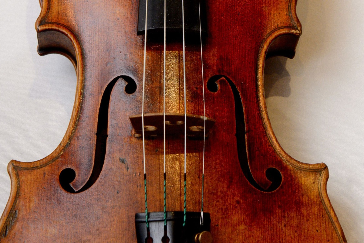 American Leaves $2.6M Stradivarius Violin on Train in Germany ...